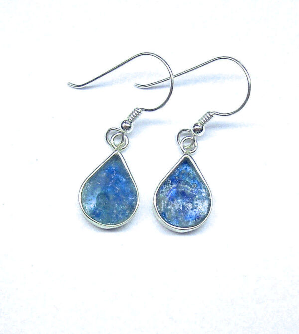 Blå øreringe i dråbeform og romersk glas