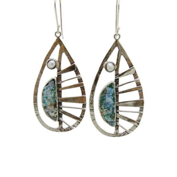 Dråbeformede øreringe med sød perle og romersk glas