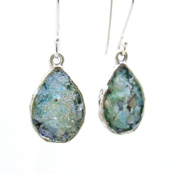 Dråbeformet blå øreringe i sølv med romersk glas