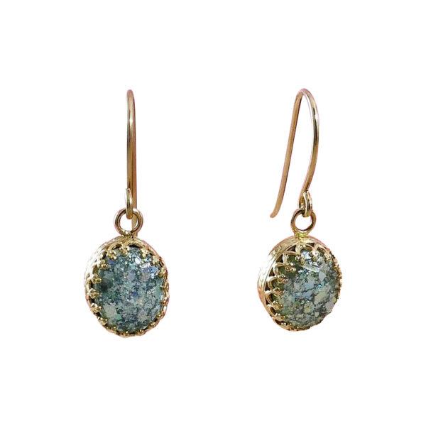 Guld øreringe med romersk glas