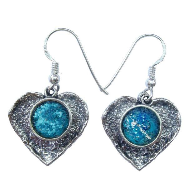 Hjerte øreringe i rustikt design med romersk glas