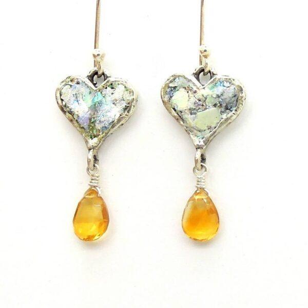 Hjerte øreringe med gul smykkesten og romersk glas