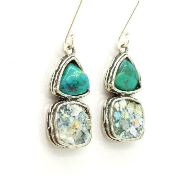 Øreringe med grøn smykkesten og romersk glas