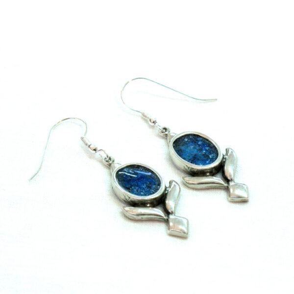 Ovale øreringe med ornamentik og romersk glas